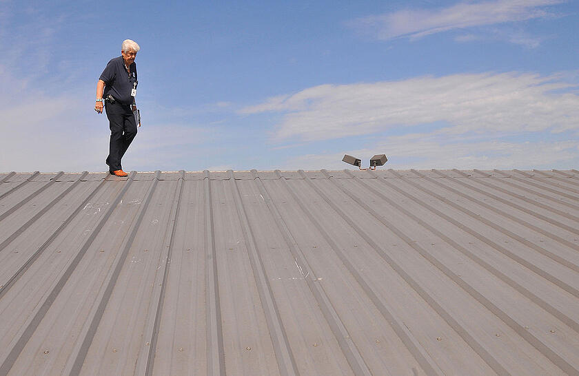 FEMA_-_44371_-_FEMA_PA_inspection_of_a_hail_damaged_roof_in_OK